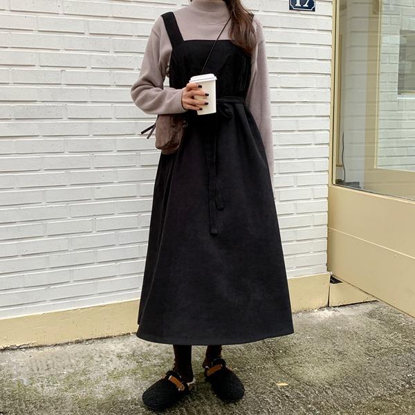 側鬆緊設計方領寬肩帶洋裝